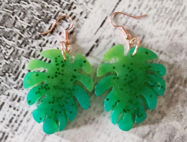 Kolczyki z żywicy liść monastery zielone brokat rękodzieło handmade