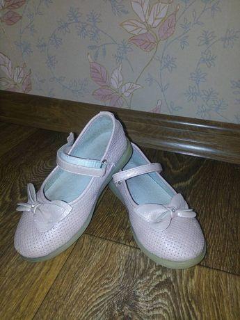 Продам туфли на девочку