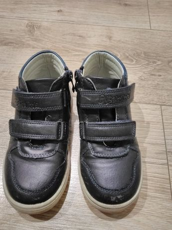 Sprzedam buty przejściowe na chłopca w rozmiarze 27