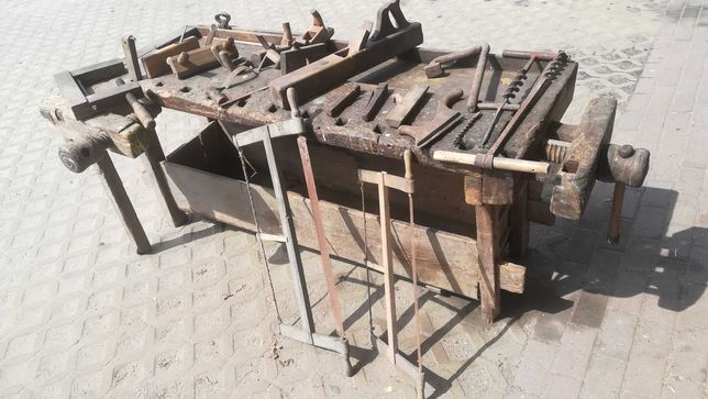 Antyk stary stół ciesielski stolarski komplet stare narzędzia piły itp