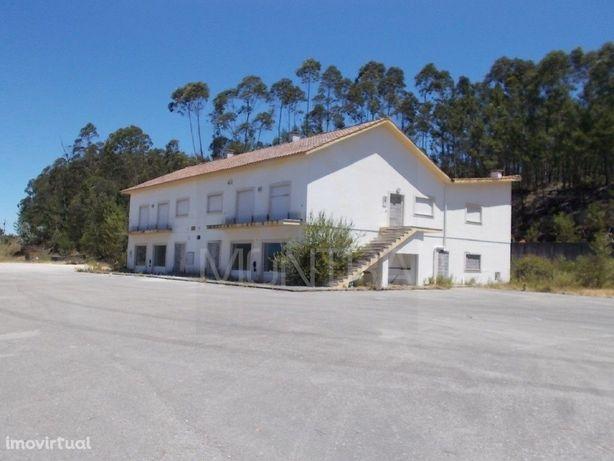 Edifício Misto ( 625 m2 ) - Habitação e Comércio - Frente de Estrada I