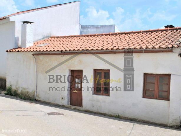 Casa térrea para remodelar em Montoiro - Miranda do Corvo