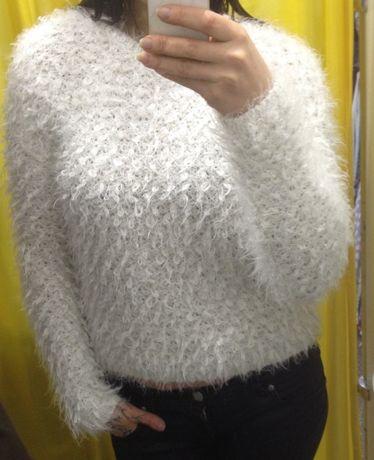 Эффектный, очень мягкий, белый, объемный, свитер. New Look