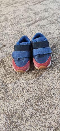 Продам детские кроссовки фирмы Marks&Spencer