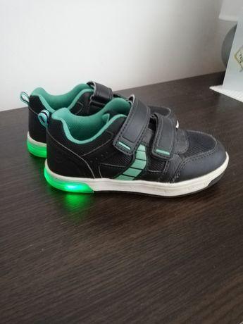 Buty chłopięce świecące