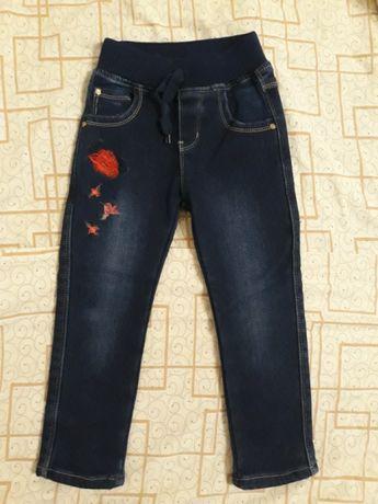Продам на девочку утепленные джинсы на флисе.