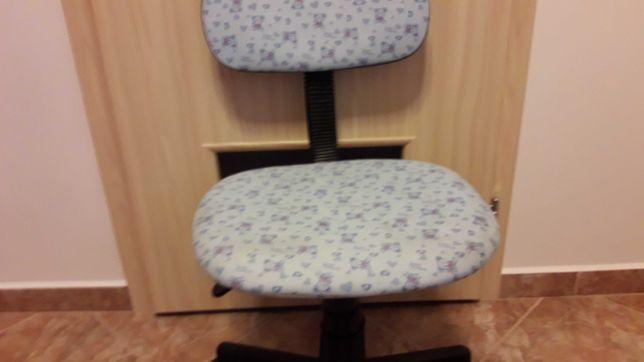 Dziecięce krzesełko do biurka