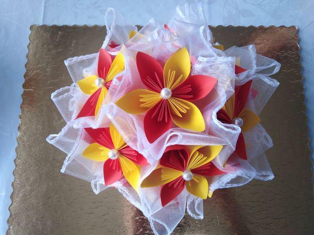 Bukiet z kwiatów kusudama (origami)