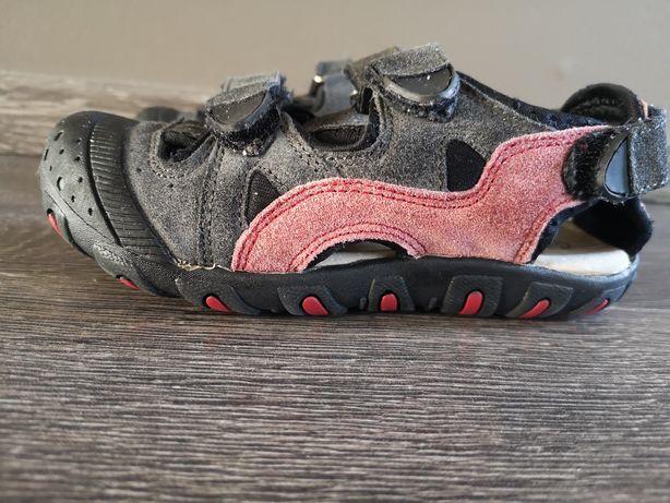 Pełne sandały firmy Reserved rozm 28 wkładka 17,5 cm