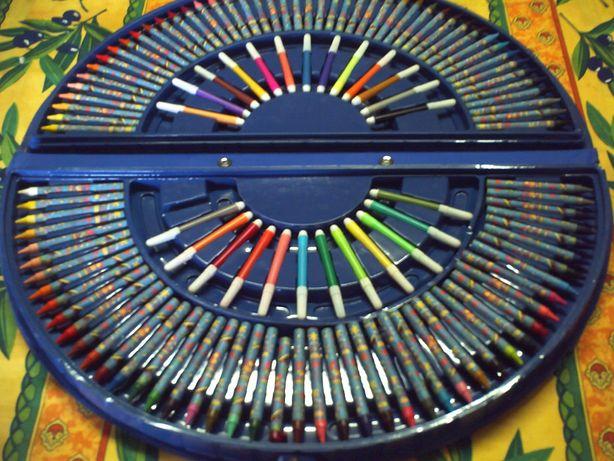 Mala com canetas filtro e lapis cera novo.