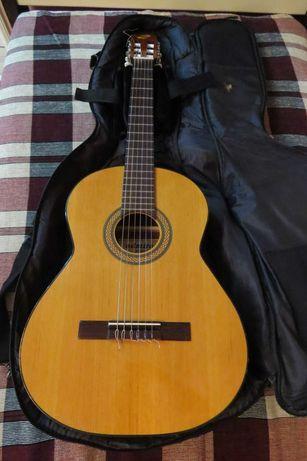 Продам Классическую гитару ADMIRA JUANITA с чехлом