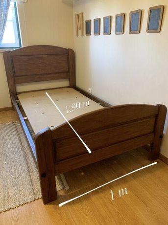 Cama de solteiro/corpo e meio em madeira