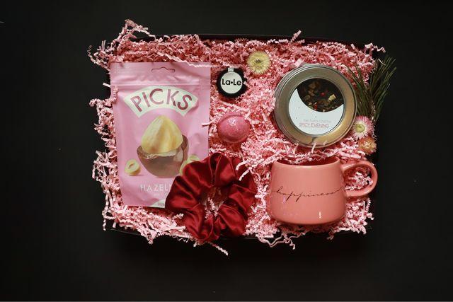 Prezent dla Walentynki dla dziewczyny żony herbata słodycze