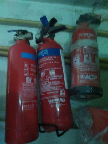 4 extintores,1kg,e um de 3kg