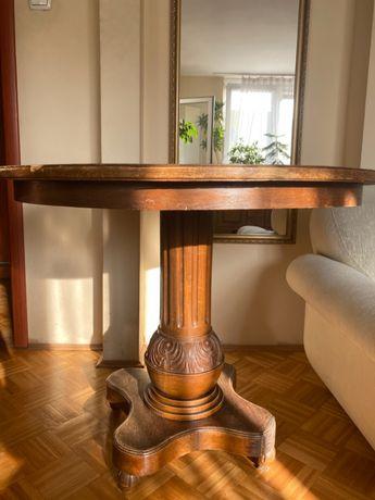 [Piękny stary drewniany stół]