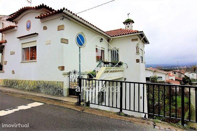 Casa tipo T4, c/logradouro,Lanhelas, Caminha, 150.000€.