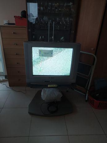 Oddam telewizor z szafką
