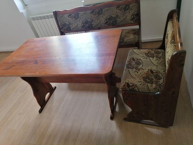 Lite drewno stół, krzesła, narożnik
