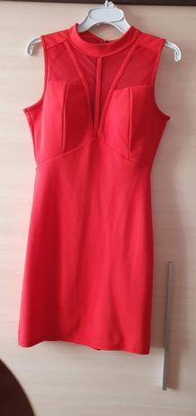 Czerwona obcisła sukienka