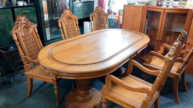 Stół rzeźbiony z krzesłami