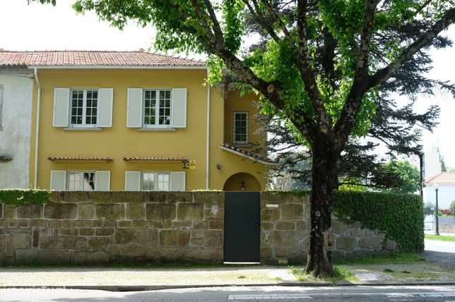 An excellent 4 bedroom house that has been renovated in Foz do Douro
