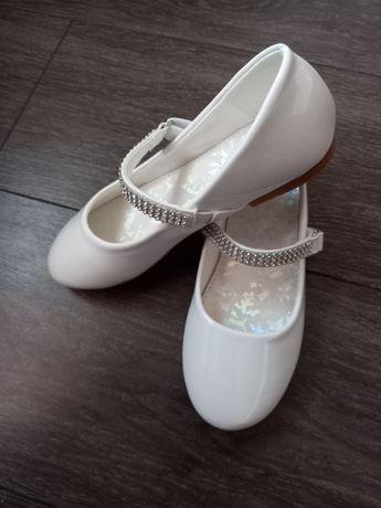 Продам туфельки для девочки новые
