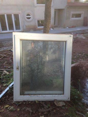 janela PVC com Oscilaobatente