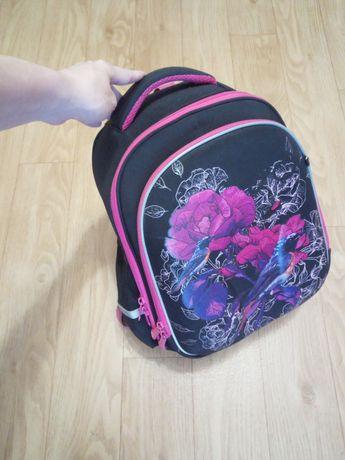 Портфель. Шкільний рюкзак.