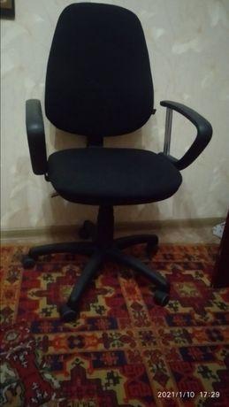 Компьютерный офисный стул кресло