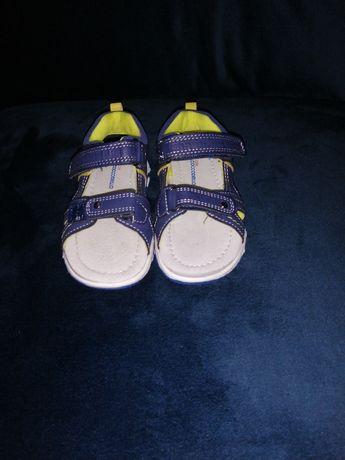 Sandałki chłopięce, nieużywane. Rozmiar 25