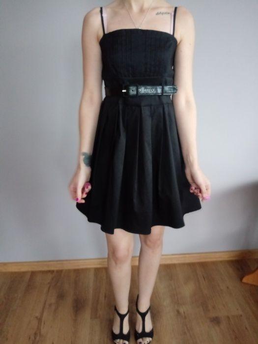 Sukienka czarna z paskiem Nierada - image 1