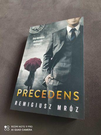 R. Mróz Precedens 12 tom Chyłka