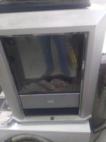 kominek elektryczny przenośny na kółkach EWT