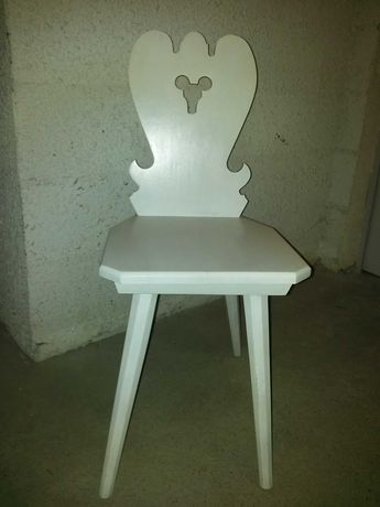 Krzesło drewniane białe