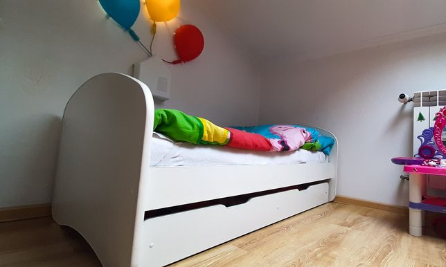 Łóżeczko 140x70 + materac + duża szufladą na kółkach