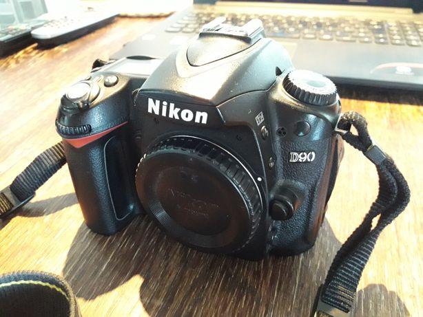 Nikon D90 body + ładowarka z druga bateria
