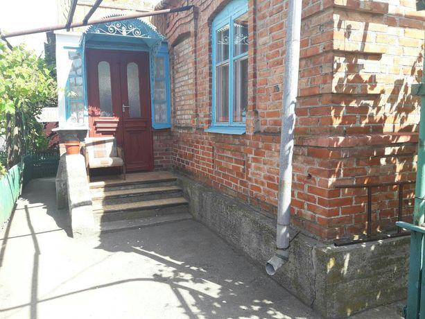 Добротный семейный Дом  газ,свет,вода ,район Колония