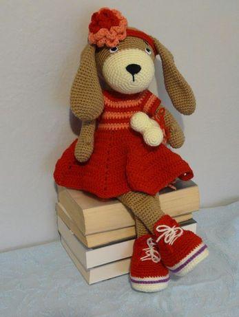 Psinka amigurumi w czerwonej sukience