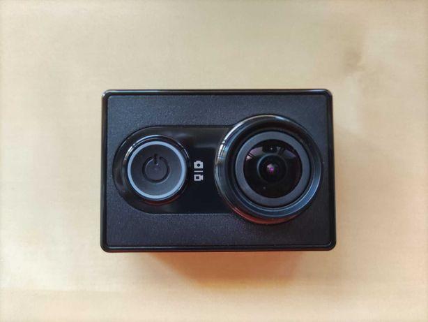 YI Action Camera (nova) com acessórios e cartão de memória