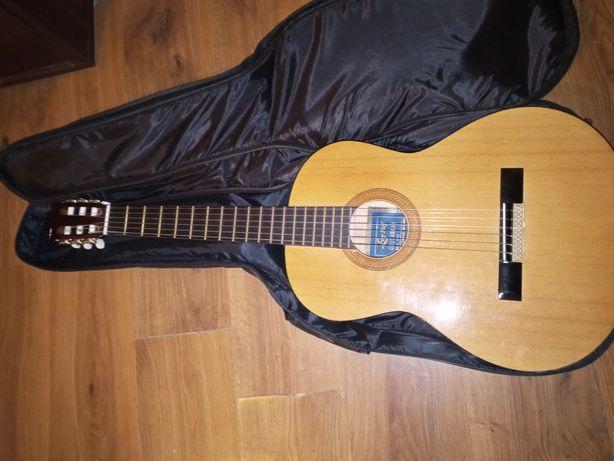 Gitara klasyczna ze stojakiem