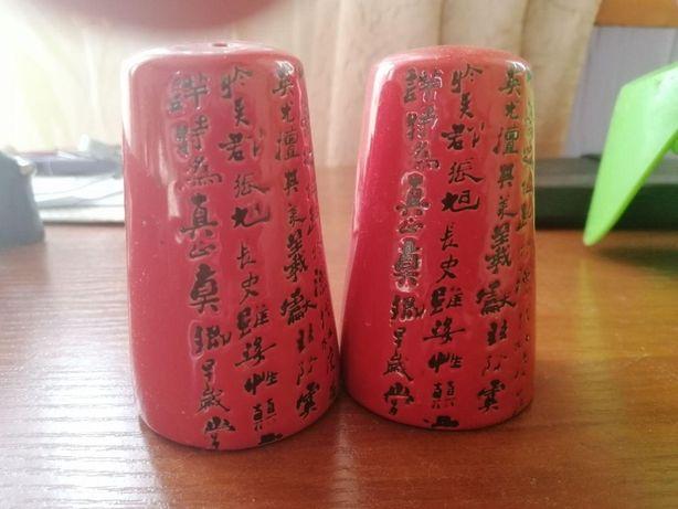 Солонка и перечница в китайском стиле