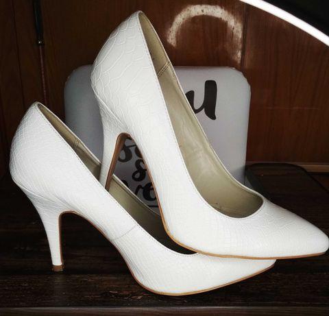 Білі туфлі,  39 розмір