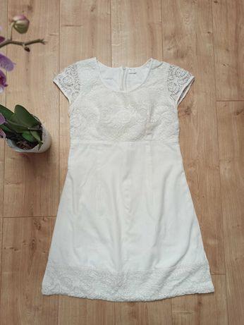 Лляне плаття з мереживом