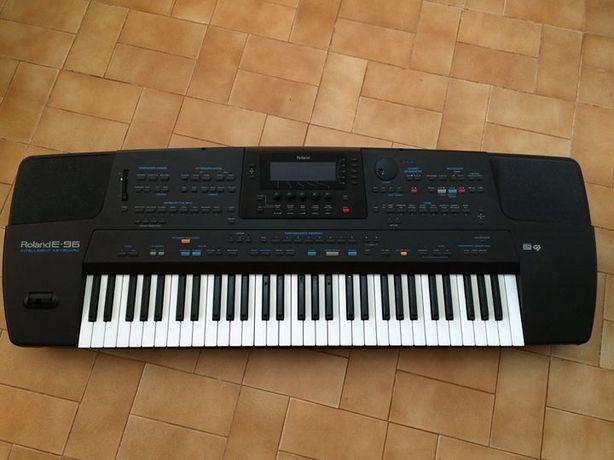 Teclado Roland E-96