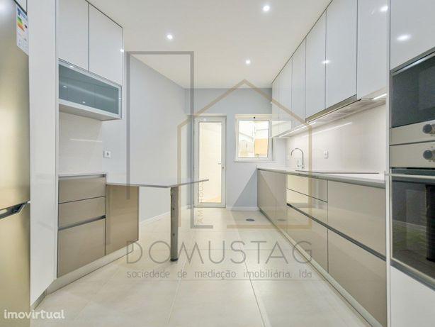 Apartamento T3 Duplex Centro de Esgueira