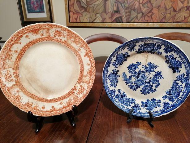 Dois prato antigos o azul Sacavem Faisão o outro não tem marca