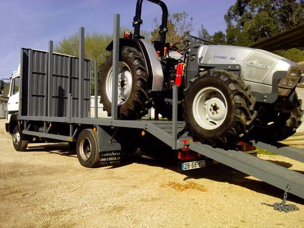 Transporte de tratores, alfaias agricolas e maquinas