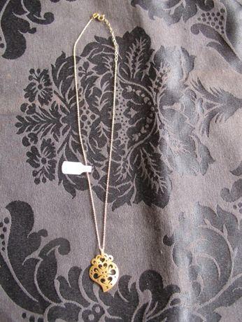Fio em prata dourada com pendente de Coração de Viana. Designer.