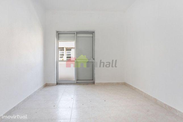 Apartamento T2 1º.Fte  na Baixa da Banheira, perto da Zona Ribeirinha,