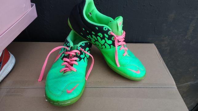 Buty Nike do biegania r 38.5 wkładka 24cm